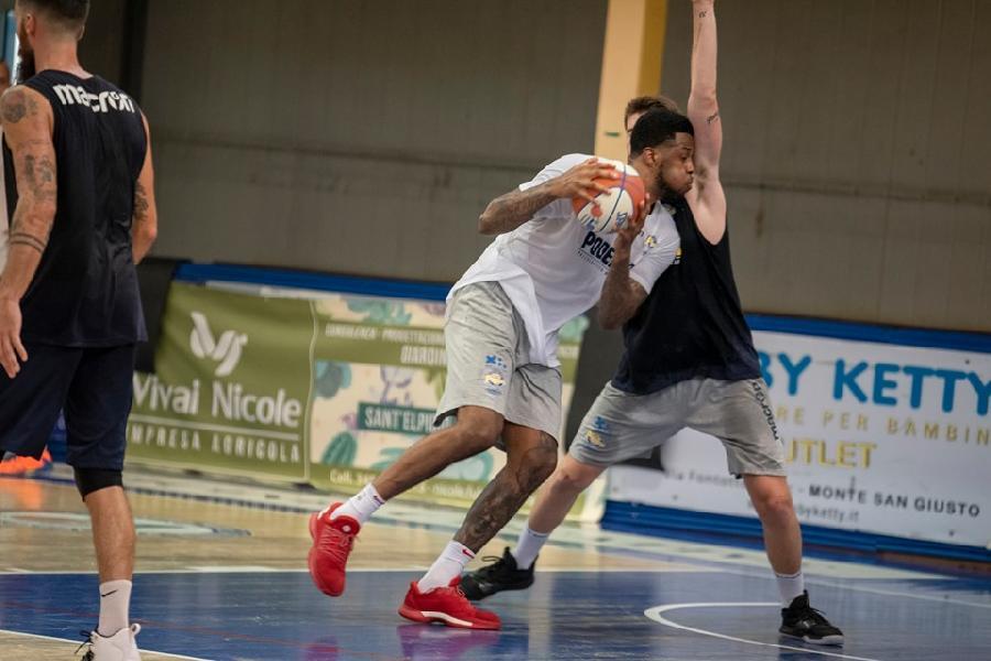 https://www.basketmarche.it/immagini_articoli/26-08-2019/annullata-amichevole-gioved-poderosa-montegranaro-teate-basket-chieti-600.jpg