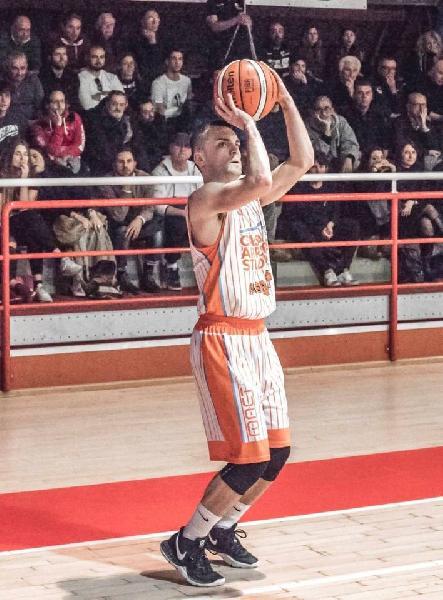 https://www.basketmarche.it/immagini_articoli/26-08-2020/loreto-pesaro-scatenato-interesse-concreto-esterni-matteo-cercolani-giona-sinatra-600.jpg