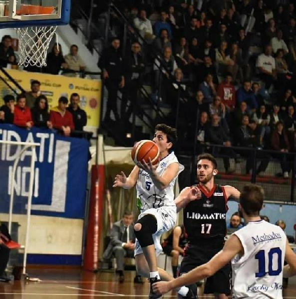 https://www.basketmarche.it/immagini_articoli/26-08-2021/ufficiale-play-andrea-fiordiponti-giocatore-basket-assisi-600.jpg