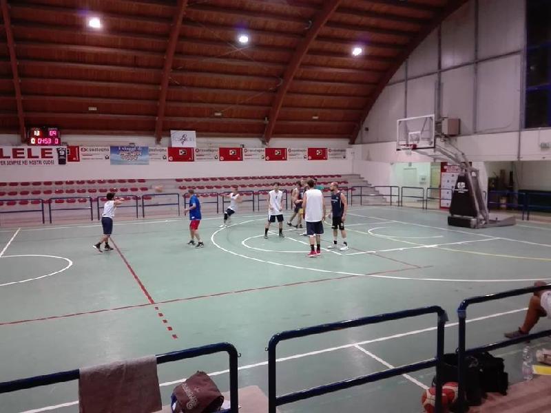 https://www.basketmarche.it/immagini_articoli/26-09-2018/pallacanestro-acqualagna-aggiudica-amichevole-basket-durante-urbania-600.jpg