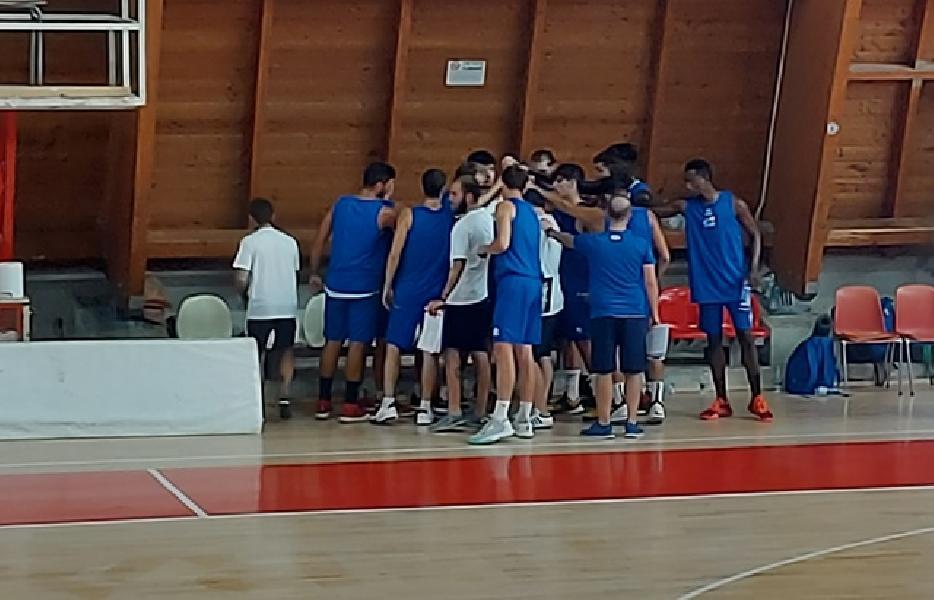 https://www.basketmarche.it/immagini_articoli/26-09-2020/pescara-basket-atteso-amichevole-campo-pallacanestro-roseto-600.jpg