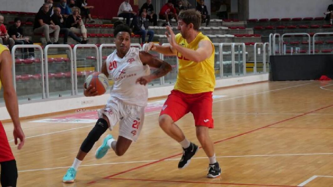 https://www.basketmarche.it/immagini_articoli/26-09-2020/tramarossa-vicenza-amichevole-unione-basket-padova-600.jpg