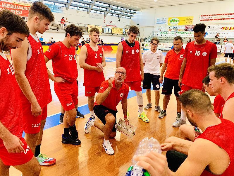 https://www.basketmarche.it/immagini_articoli/26-09-2021/preseason-teramo-spicchi-chiude-netta-vittoria-giulia-basket-giulianova-600.jpg