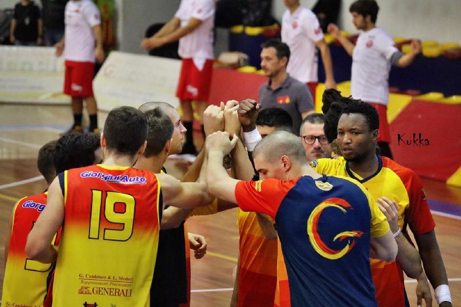 https://www.basketmarche.it/immagini_articoli/26-10-2019/giulianova-basket-cerca-riscatto-trasferta-campo-janus-fabriano-600.jpg