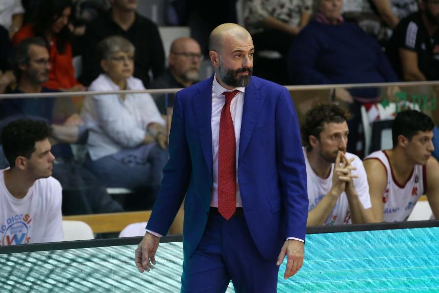 https://www.basketmarche.it/immagini_articoli/26-10-2019/pallacanestro-reggiana-coach-buscaglia-pesaro-crescendo-servir-gara-attenta-difesa-600.jpg