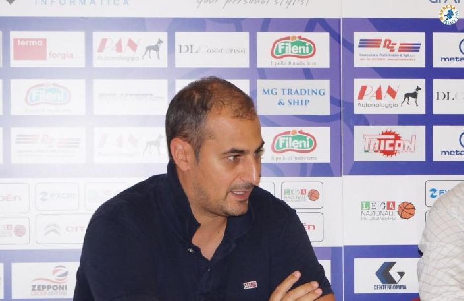 https://www.basketmarche.it/immagini_articoli/26-10-2021/aurora-jesi-altero-lardinelli-inizio-campionato-aspettavo-coach-meneguzzo-discussione-600.jpg
