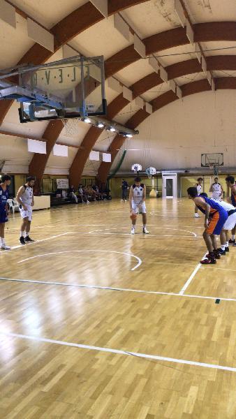 https://www.basketmarche.it/immagini_articoli/26-10-2021/pesaro-basket-batte-autorit-real-pirates-pesaro-gara-esordio-600.jpg