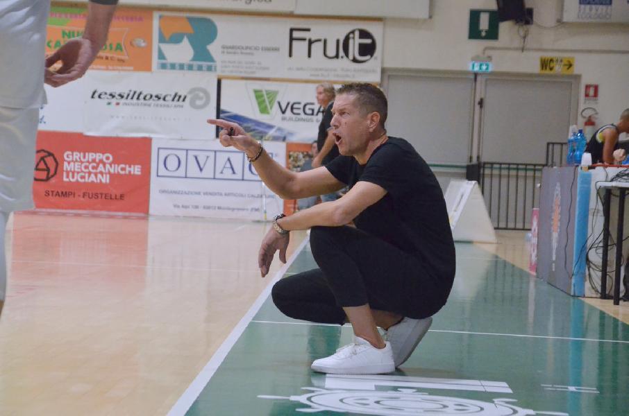 https://www.basketmarche.it/immagini_articoli/26-10-2021/pselpidio-basket-coach-cappella-ragazzi-hanno-dato-tutto-difficile-fare-viste-nostre-condizioni-600.jpg