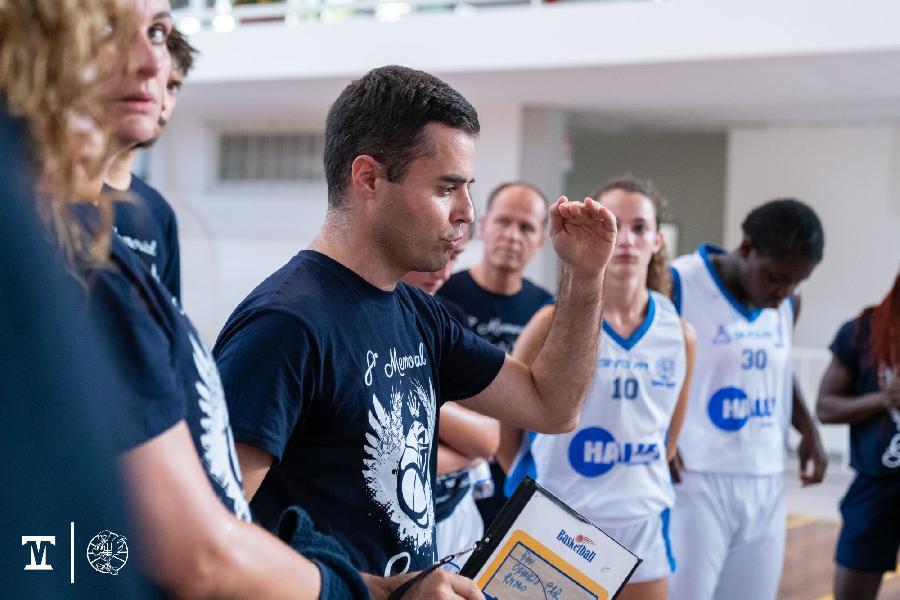 https://www.basketmarche.it/immagini_articoli/26-10-2021/thunder-basket-coach-cutugno-abbiamo-regalato-primi-quarti-patti-reazione-bastata-600.jpg