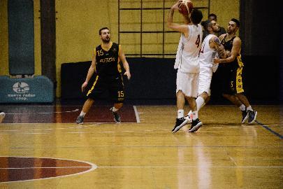 https://www.basketmarche.it/immagini_articoli/26-11-2017/serie-c-silver-la-sutor-montegranaro-espugna-urbania-e-conquista-la-quarta-vittoria-consecutiva-270.jpg