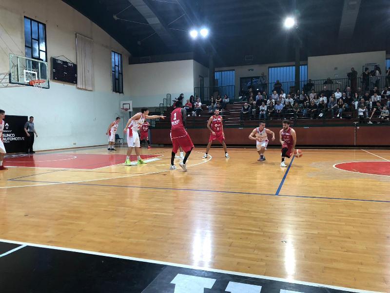 https://www.basketmarche.it/immagini_articoli/26-11-2018/tripla-gurini-condanna-perugia-basket-falconara-basket-600.jpg