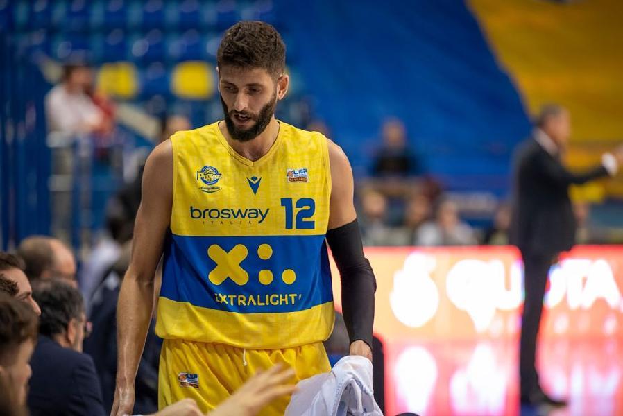 https://www.basketmarche.it/immagini_articoli/26-11-2019/poderosa-montegranaro-matteo-palermo-passo-passaggio-pallacanestro-trapani-600.jpg