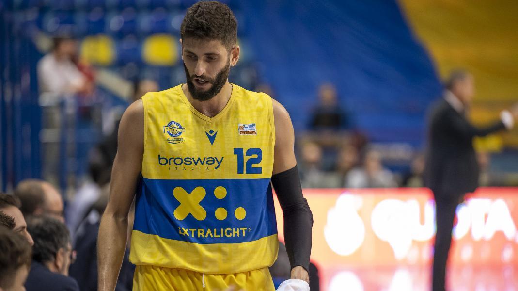 https://www.basketmarche.it/immagini_articoli/26-11-2019/ufficiale-matteo-palermo-lascia-poderosa-montegranaro-davide-bonacini-capitano-600.jpg