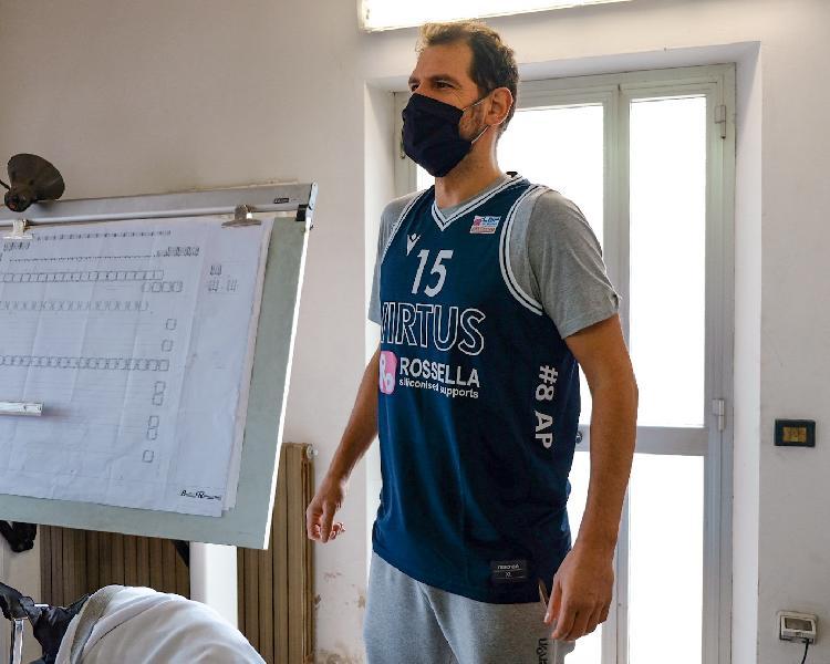 https://www.basketmarche.it/immagini_articoli/26-11-2020/virtus-civitanova-presentate-divise-gioco-sulle-canotte-ricordo-attilio-pierini-600.jpg