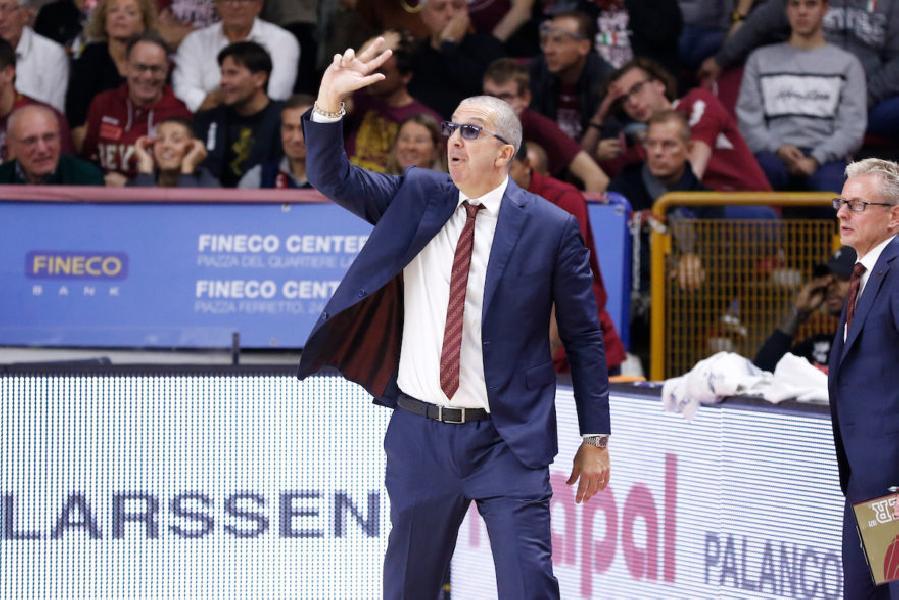 https://www.basketmarche.it/immagini_articoli/26-12-2019/reyer-venezia-coach-raffaele-partita-importante-roma-giocando-bella-pallacanestro-600.jpg