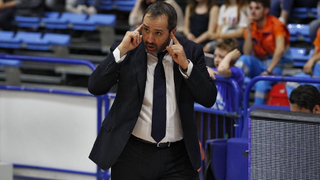 https://www.basketmarche.it/immagini_articoli/26-12-2019/ufficiale-gennaro-carlo-allenatore-poderosa-montegranaro-600.jpg