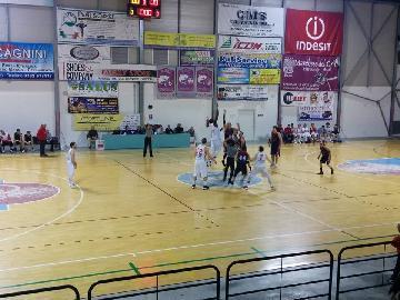 https://www.basketmarche.it/immagini_articoli/27-01-2018/serie-c-silver-la-vigor-matelica-ferma-la-corsa-della-sambenedettese-sono-otto-vittorie-consecutive-270.jpg