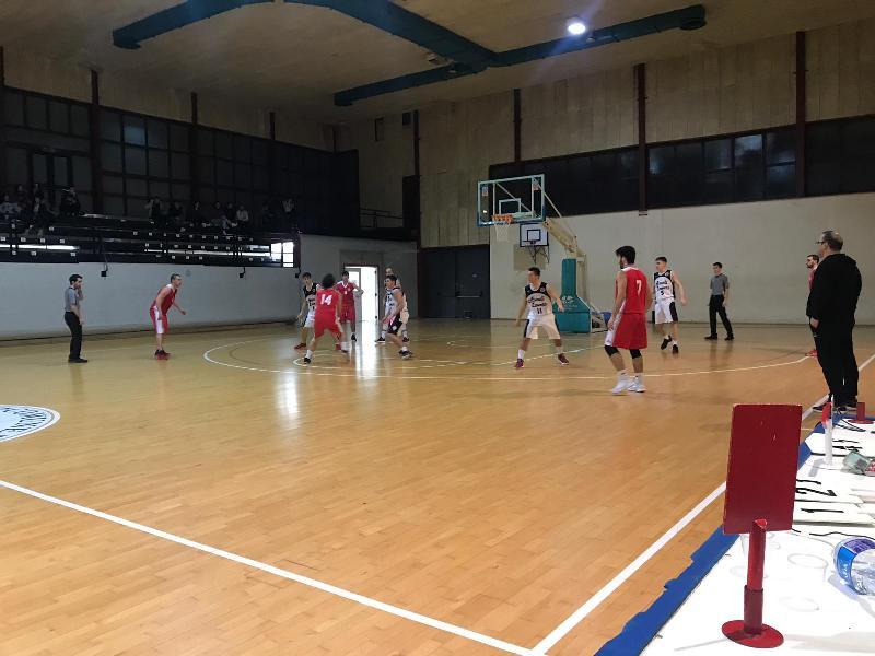https://www.basketmarche.it/immagini_articoli/27-01-2019/regionale-macerata-forza-ascoli-bene-fochi-88ers-matelica-basket-fermo-corsaro-600.jpg