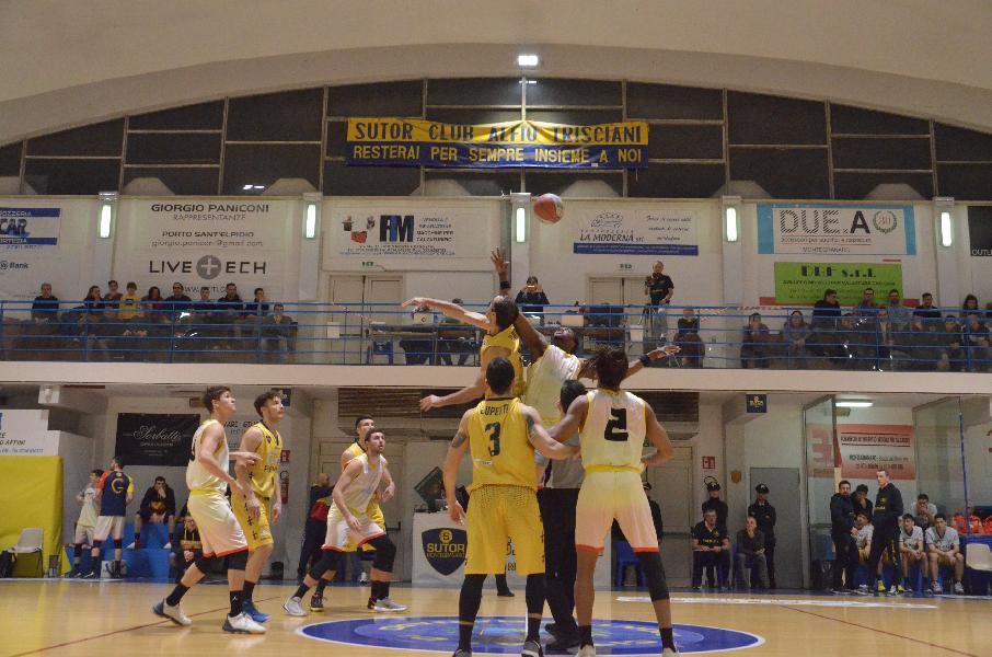 https://www.basketmarche.it/immagini_articoli/27-01-2020/brutta-sconfitta-interna-sutor-montegranaro-giulianova-basket-600.jpg