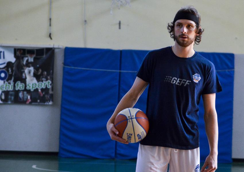 https://www.basketmarche.it/immagini_articoli/27-02-2021/ufficiale-rieti-annuncia-firma-matteo-piccoli-600.jpg