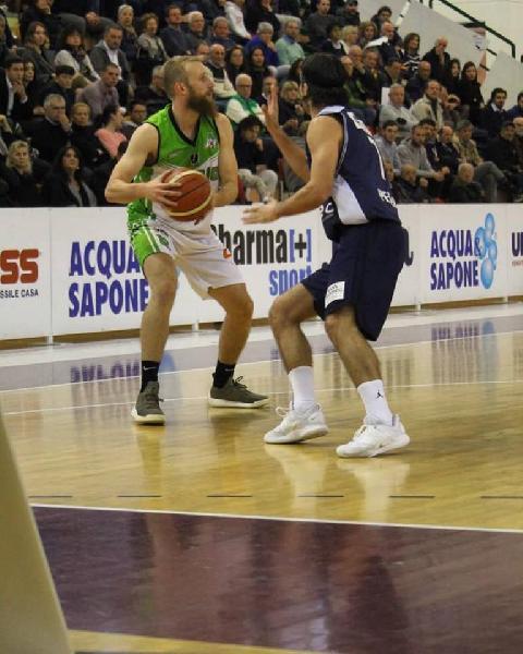 https://www.basketmarche.it/immagini_articoli/27-04-2019/gold-playoff-live-gara-risultati-gare-sabato-tempo-reale-600.jpg