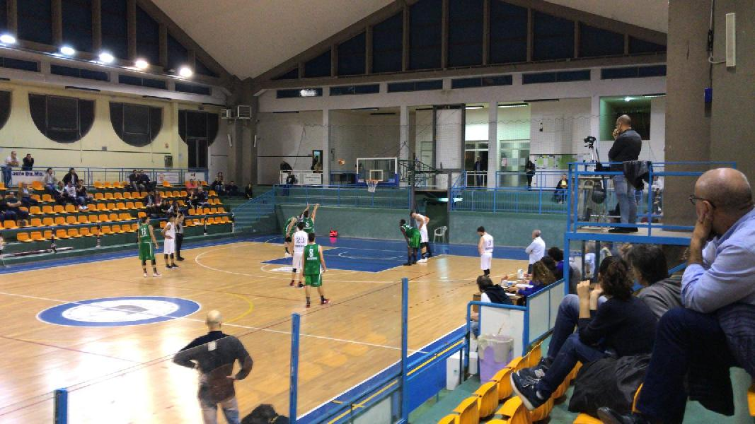 https://www.basketmarche.it/immagini_articoli/27-04-2019/gold-playout-isernia-basket-supera-volata-pisaurum-pesaro-porta-600.jpg