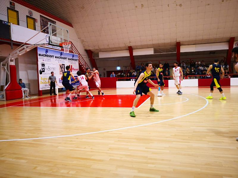https://www.basketmarche.it/immagini_articoli/27-04-2019/regionale-playoff-gara-auximum-osimo-basket-giovane-88ers-macerata-chiudono-600.jpg
