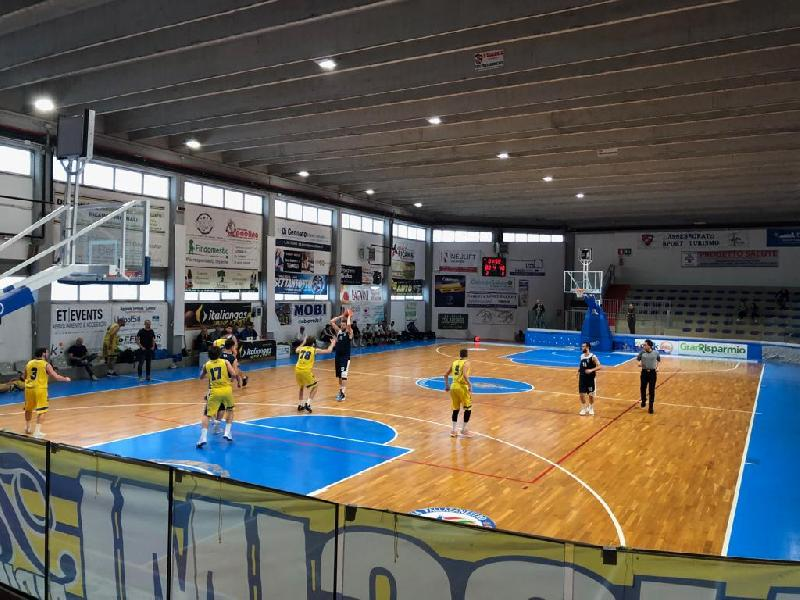 https://www.basketmarche.it/immagini_articoli/27-04-2019/silver-playoff-gara-nette-vittorie-tasp-teramo-termoli-vanno-semifinale-600.jpg