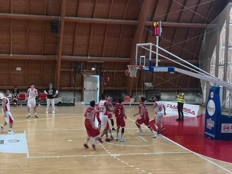 https://www.basketmarche.it/immagini_articoli/27-04-2019/silver-playoff-teramo-spicchi-supera-orvieto-basket-vola-semifinale-600.jpg
