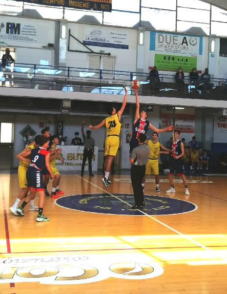 https://www.basketmarche.it/immagini_articoli/27-04-2021/eccellenza-pall-sett-giov-montegranaro-supera-sambenedettese-basket-600.jpg