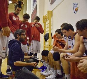 https://www.basketmarche.it/immagini_articoli/27-05-2018/serie-b-nazionale-raffaele-rossi-non-è-più-l-allenatore-della-virtus-civitanova-270.jpg
