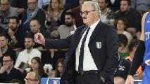 https://www.basketmarche.it/immagini_articoli/27-05-2020/colpo-scena-sacchetti-balza-pole-panchina-fortitudo-bologna-120.jpg