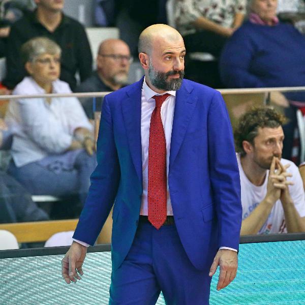 https://www.basketmarche.it/immagini_articoli/27-05-2020/ufficiale-separano-strade-pallacanestro-reggiana-coach-maurizio-buscaglia-600.jpg