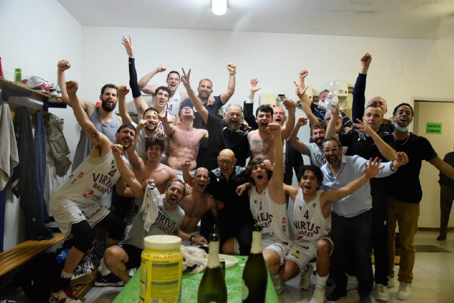 https://www.basketmarche.it/immagini_articoli/27-05-2021/missione-compiuta-virtus-civitanova-festeggiare-salvezza-600.jpg
