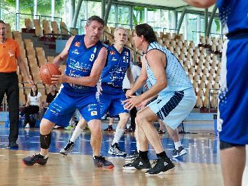 https://www.basketmarche.it/immagini_articoli/27-06-2018/maxi-basket-europei-quarta-giornata-le-nazionali-over-55-e-over-70-passano-il-turno-270.jpg
