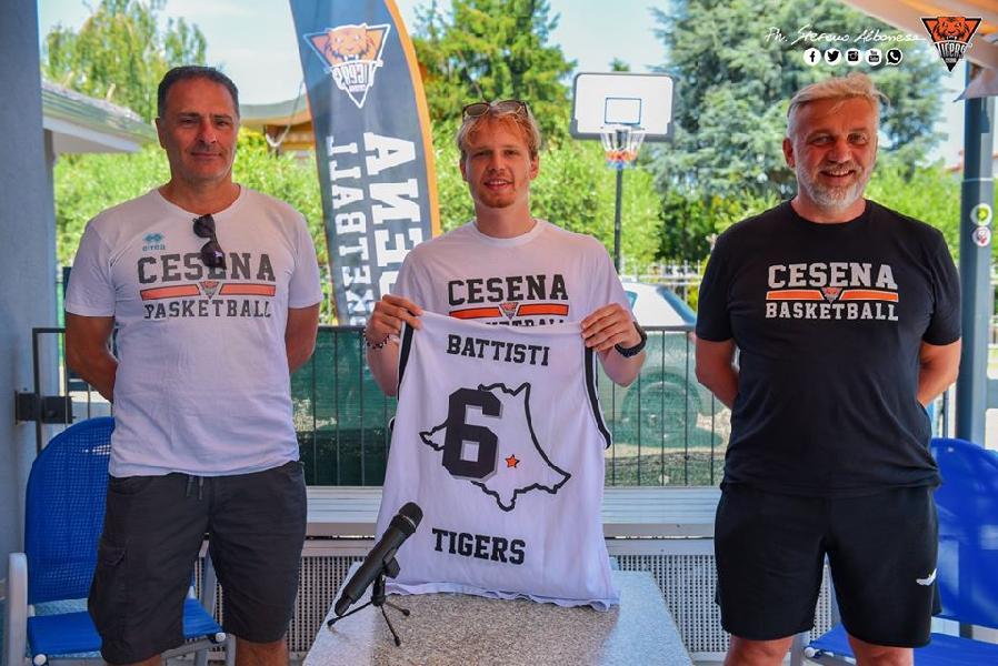 https://www.basketmarche.it/immagini_articoli/27-06-2020/tigers-cesena-matteo-battisti-stato-onore-potermi-riconfermare-cesena-600.jpg
