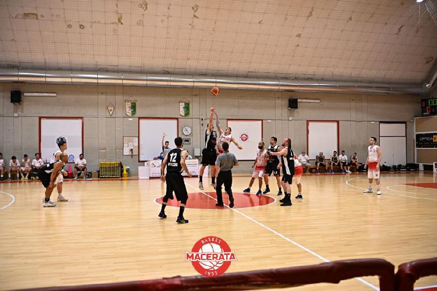 https://www.basketmarche.it/immagini_articoli/27-06-2021/basket-macerata-supera-montecchio-sport-grande-rimonta-chiude-coppa-posto-600.jpg