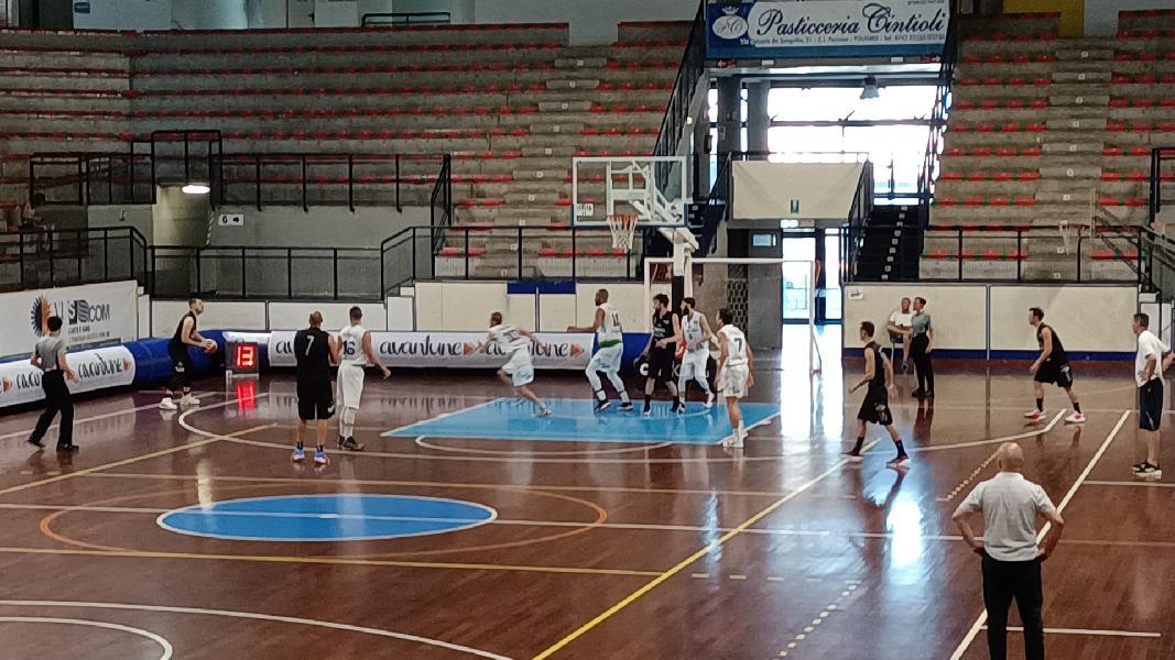 https://www.basketmarche.it/immagini_articoli/27-06-2021/lucky-wind-foligno-vince-derby-basket-todi-aggiudica-coppa-centenario-600.jpg