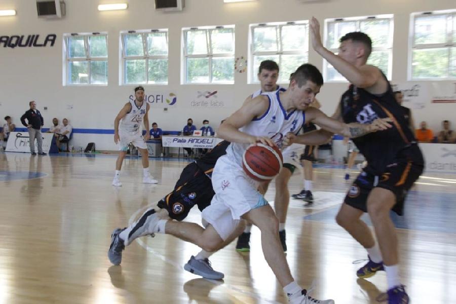 https://www.basketmarche.it/immagini_articoli/27-06-2021/pescara-basket-fallisce-prima-possibilit-salire-serie-adesso-sfida-robur-saronno-600.jpg