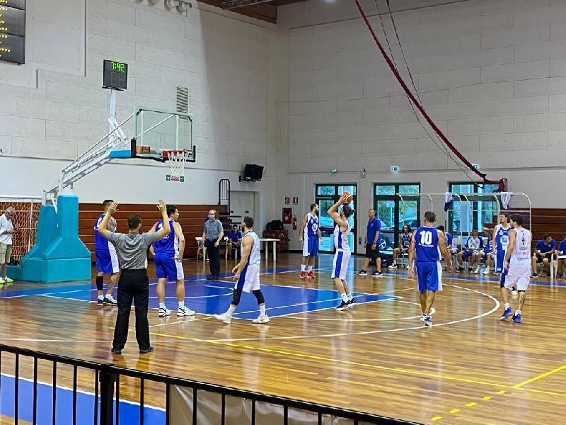 https://www.basketmarche.it/immagini_articoli/27-06-2021/silver-coppa-centenario-titano-marino-batte-volata-pselpidio-basket-andata-finale-600.jpg