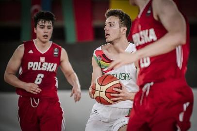 https://www.basketmarche.it/immagini_articoli/27-07-2018/serie-c-gold-sambenedettese-basket-ottimo-esordio-per-miguel-correia-agli-europei-under-18-270.jpg