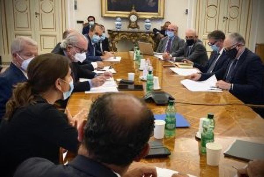 https://www.basketmarche.it/immagini_articoli/27-07-2020/comitato-incontrato-ministro-gualtieri-piena-disponibilit-approfondire-misura-credito-imposta-600.jpg