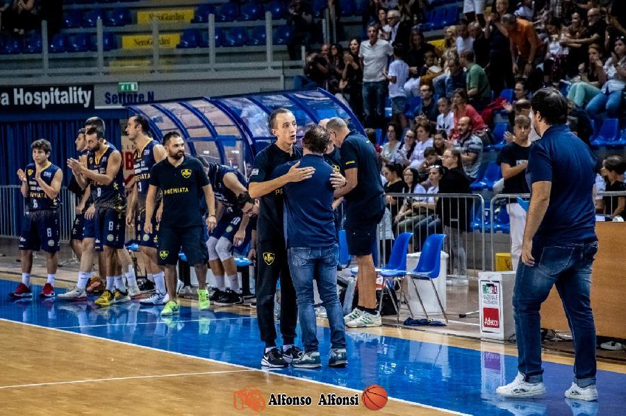 https://www.basketmarche.it/immagini_articoli/27-07-2020/sutor-montegranaro-coach-marco-ciarpella-riavvicina-panchina-gialloblu-600.jpg
