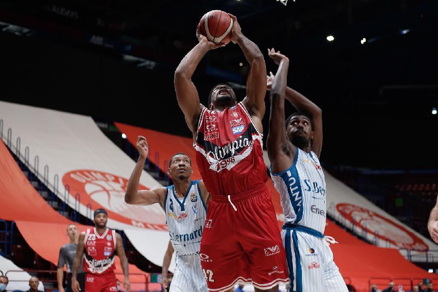 https://www.basketmarche.it/immagini_articoli/27-08-2020/supercoppa-comoda-vittoria-olimpia-milano-pallacanestro-cant-600.jpg