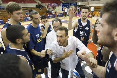 https://www.basketmarche.it/immagini_articoli/27-09-2017/serie-a2-coach-ceccarelli-presenta-l-esordio-della-poderosa-montegranaro-a-ferrara-270.jpg