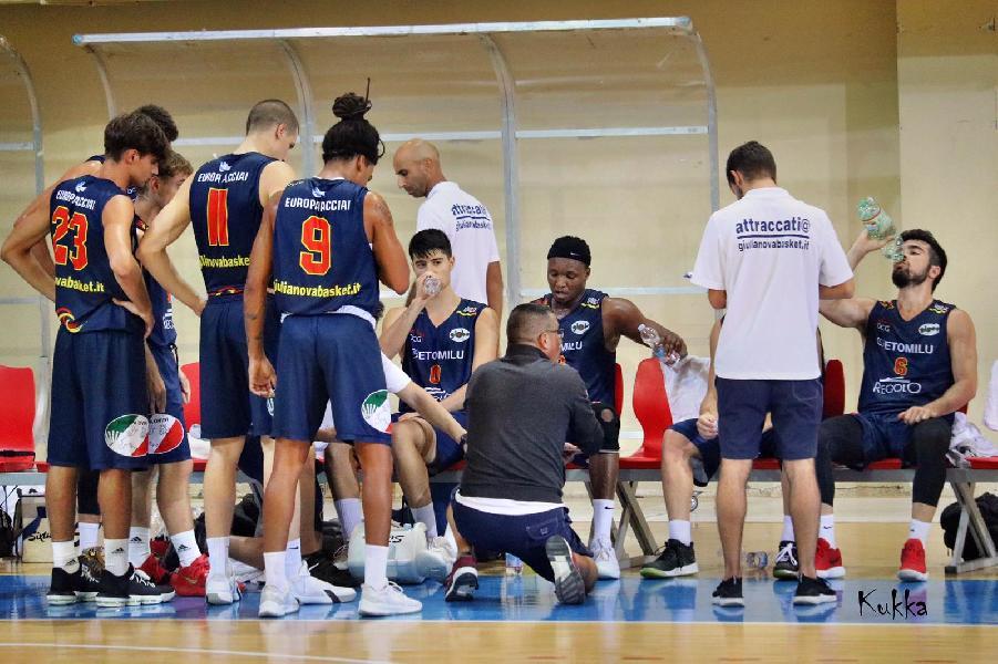 https://www.basketmarche.it/immagini_articoli/27-09-2019/giulianova-basket-atteso-esordio-campo-teate-basket-chieti-600.jpg