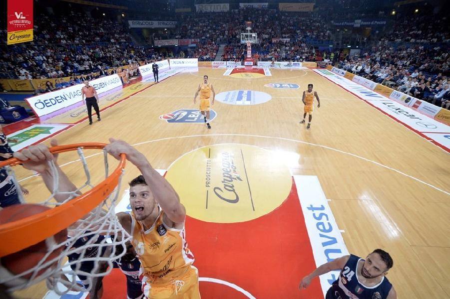 https://www.basketmarche.it/immagini_articoli/27-09-2019/pesaro-leonardo-loro-saranno-fiducia-andiamo-sassari-vincere-600.jpg