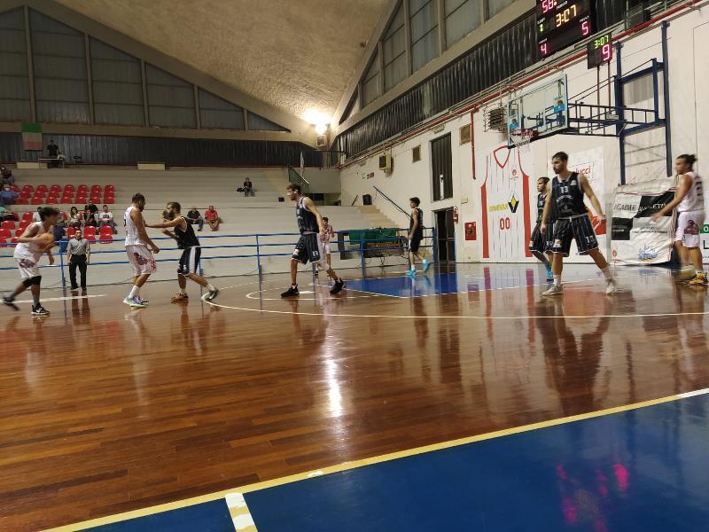 https://www.basketmarche.it/immagini_articoli/27-09-2021/coppa-centenario-atomika-spoleto-espugna-campo-orvieto-basket-600.jpg