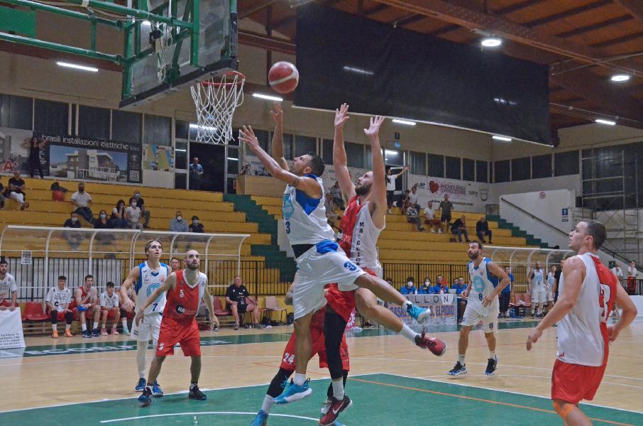 https://www.basketmarche.it/immagini_articoli/27-09-2021/porto-sant-elpidio-basket-sfodera-grande-prestazione-viene-sconfitto-solo-finale-600.jpg