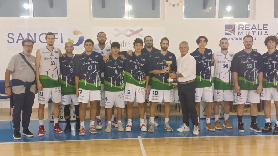 https://www.basketmarche.it/immagini_articoli/27-09-2021/trofeo-angeli-lucky-wind-foligno-batte-tiber-roma-aggiudica-torneo-600.jpg